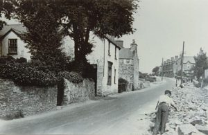 05 Road Widening Tywyn Hill c1928 (below Isaac Jones' shop
